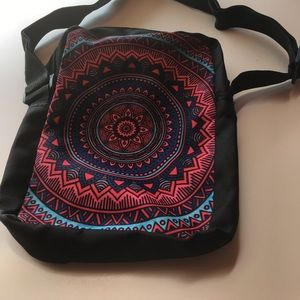 Handbags - Messenger/Crossbody zippers Bag. With 2 pockets.